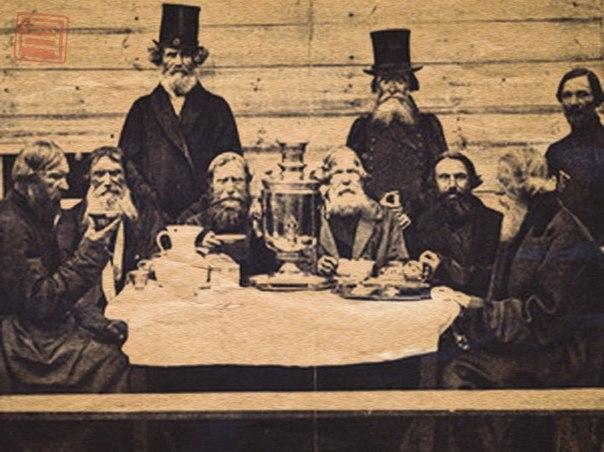 Купцы пьют чай